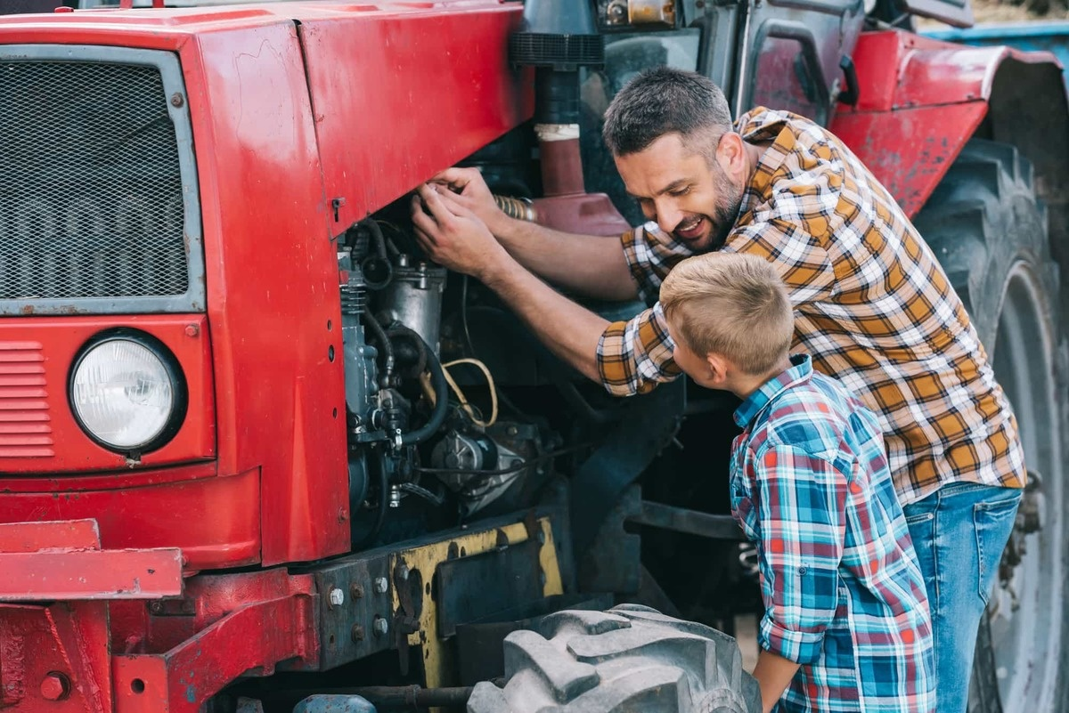 3 Signs a Tractor's Engine Is Failing